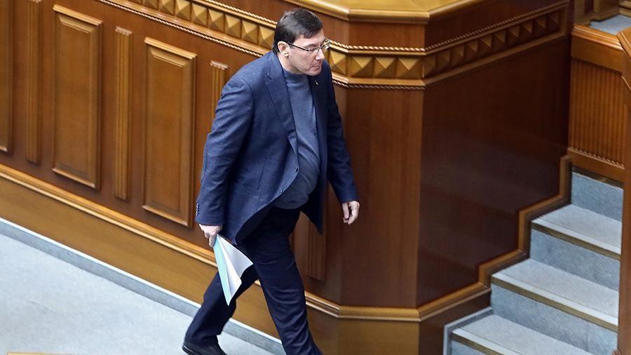 «Последний удар!»: Рябошапка уволил Луценко. Теперь официально безработный