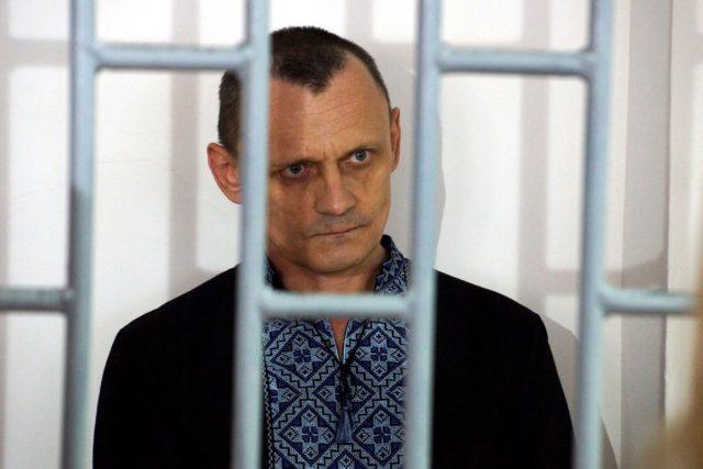 «Надевали пакет на голову и пускали ток»: Освобожденный украинец вспомнил ужасные пытки в России