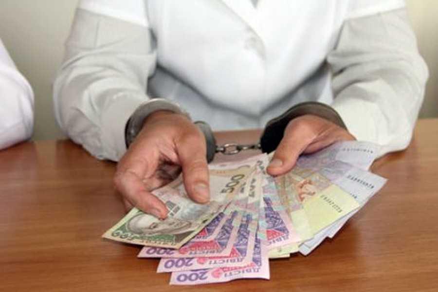 Хотела заработать «на инвалидности»: На Волыни поймали врача-взяточницу. 7000 гривен за справку