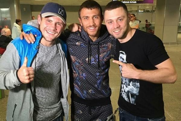 «Травма шеи»: Украинский боксер-чемпион попал в серьезное ДТП вблизи столицы. Авто слетело с дороги и …