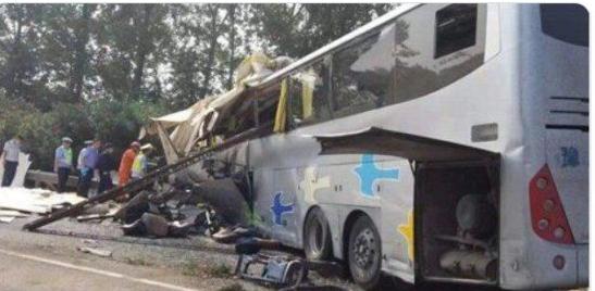 Автобус выехал на встречную полосу и столкнулся с грузовиком: Страшное ДТП унесло жизни 36 человек