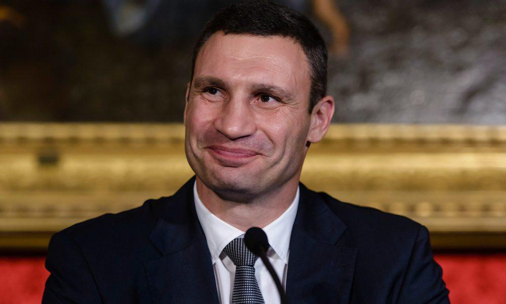 Прогремел громкий скандал. Журналисты публично посрамили Кличко. Договорился!