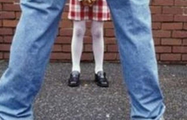 Пытался расстегнуть штаны: В Киеве извращенец в маршрутке два дня подряд приставал к 11-летней девочке