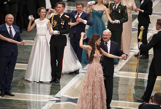 «Мисс мира и звезда картошки»: Красавица-подруга Лукашенка собралась в политику. Бедные депутаты!