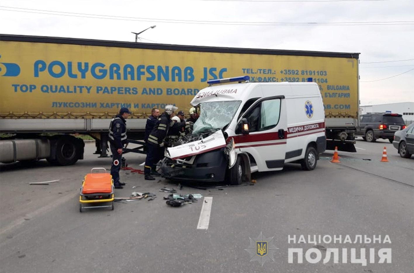 В Хмельницкой области фура врезалась в «скорую» — трое пострадавших. За рулем был иностранец