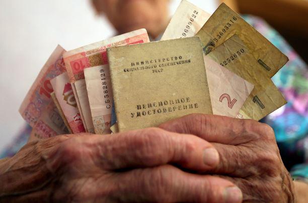 Выплаты получать не будут! Пенсионный возраст снова задумали изменить: что придумали для украинцев депутаты?