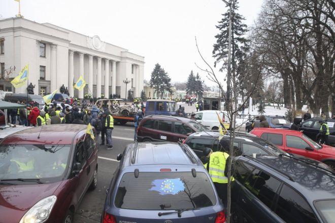 «За доступную растаможку авто»: «евробляхеры» активно съезжаются на митинг к Верховной Раде