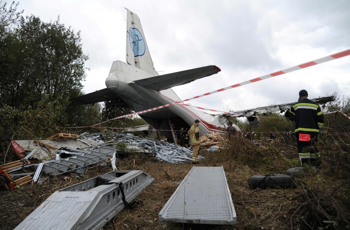 Падение Ан-12 под Львовом: стали известны жуткие подробности катастрофы. Посадки не должно было быть!