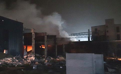 «Закройте окна и не выходите на улицу»: мощный взрыв на заводе в Днепре