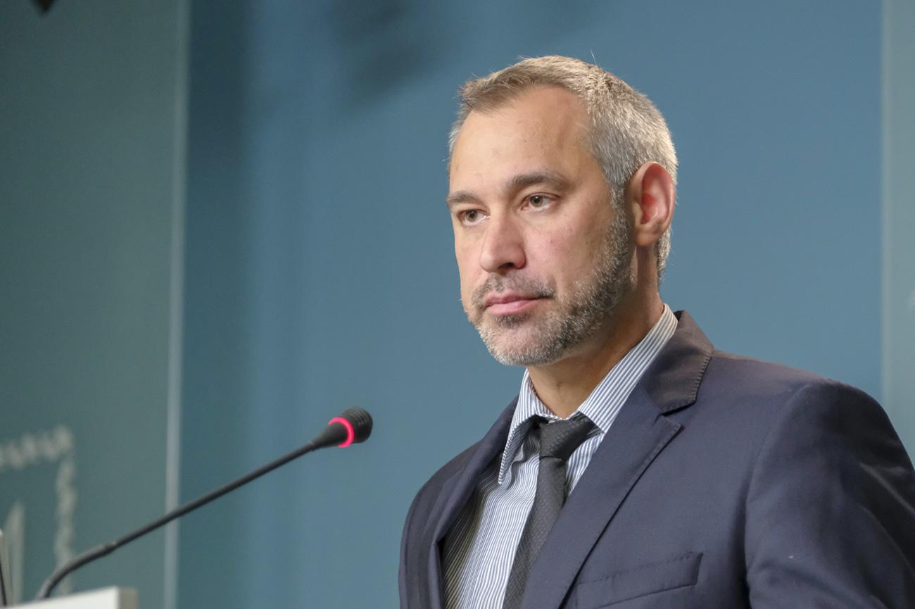 «Будут писать о сухарях!»: Рябошапка пригрозил всем депутатам. Это вам не Луценко!