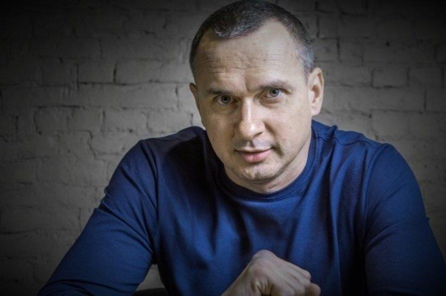 «Стыдно за президента» : Олег Сенцов прокомментировал вчерашний визит Зеленского в Золотое