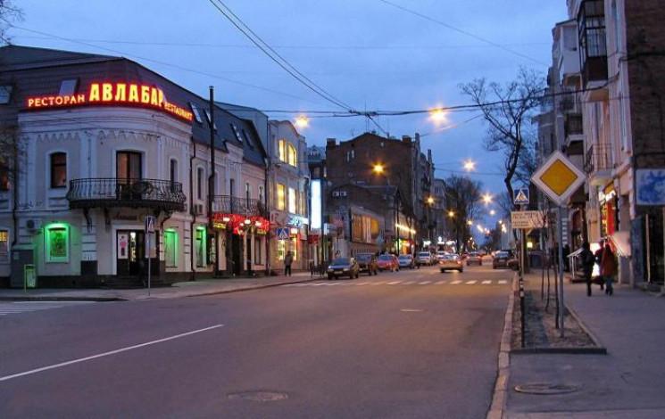 В центре Харькова неизвестные жестоко обстреляли двух мужчин. Злоумышленники скрылись