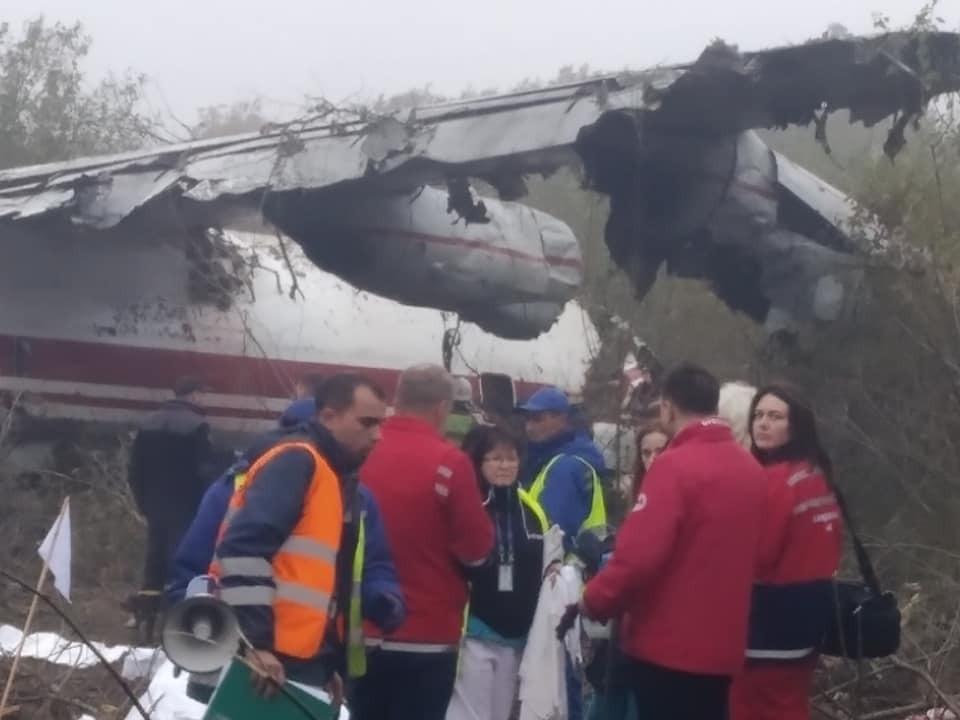 Членам экипажа поотрывало головы: очевидцы поражают рассказом об авиакатастрофе под Львовом