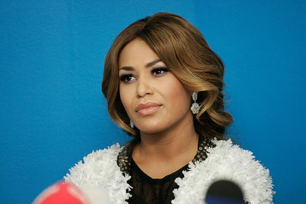 «За мной следят»: певица Гайтана рассказала о жизни по соседству с президентом. «Он со мной не здоровается»