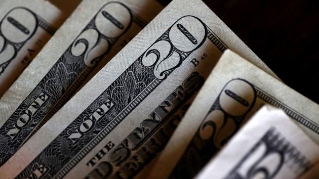 Доллар «нокаутирован»: курс на 23 октября поразил украинцев. Пора бежать в обменник!