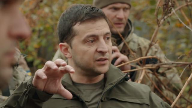 «Вы стояли с плакатами, я — х ** ло!»: Зеленского подставили, теперь мы знаем правду