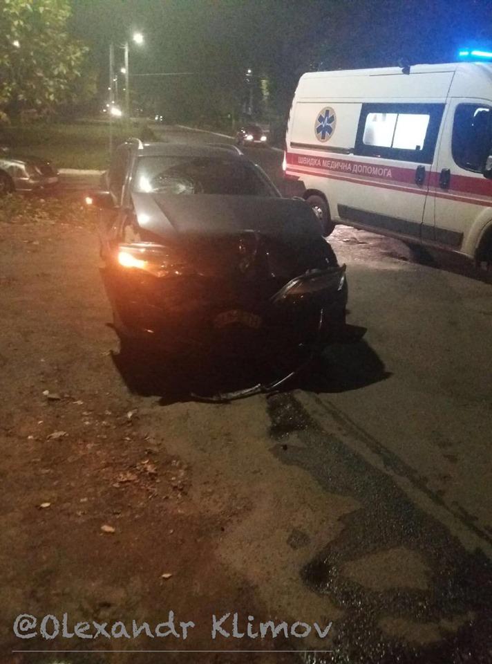 Не заметил «белого пятна»: пьяный водитель сбил карету скорой помощи