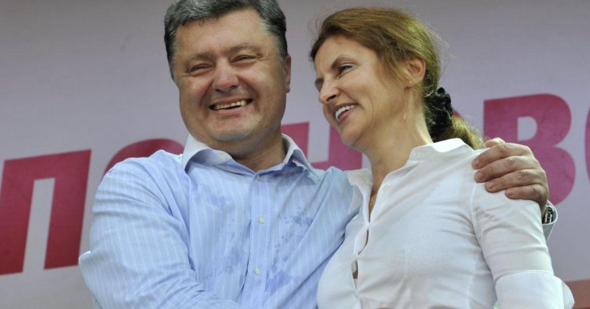 «Ищет сыр по 58 гривен?» В Сети обсуждают фото Порошенко из супермаркета. «Показуха и дешевый пиар»
