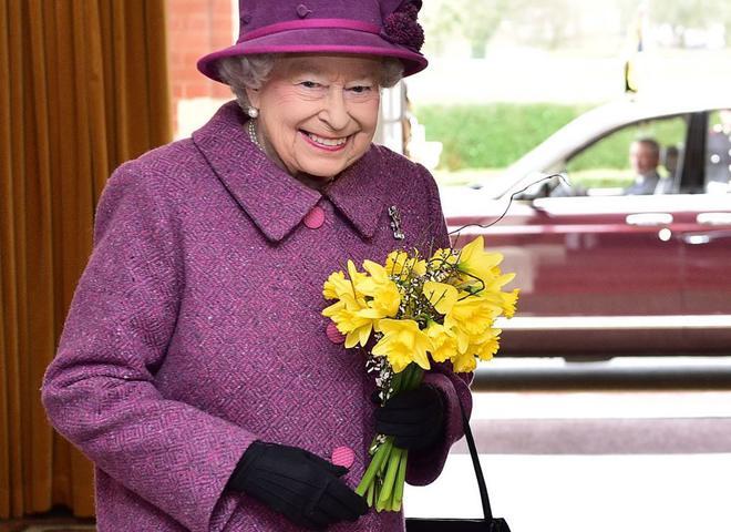 «Не привыкла жаловаться»: королева Елизавета II нуждается в срочной операции