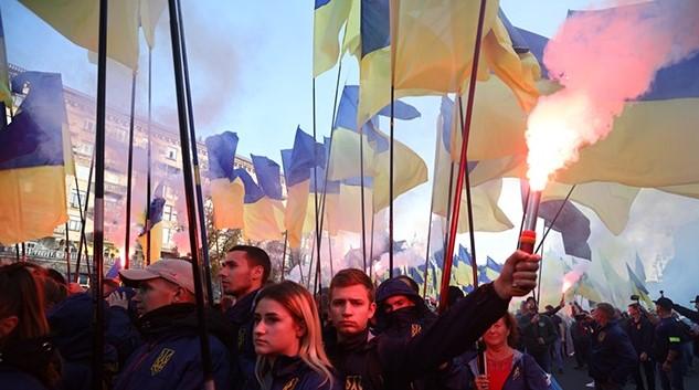 Майдан охвачен огнем: сотни людей в Киеве продолжают митинг у Банковой. Полиция в полной готовности