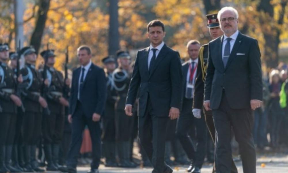В Латвии рядом с Зеленским задержали россиян, выдававших себя за журналистов