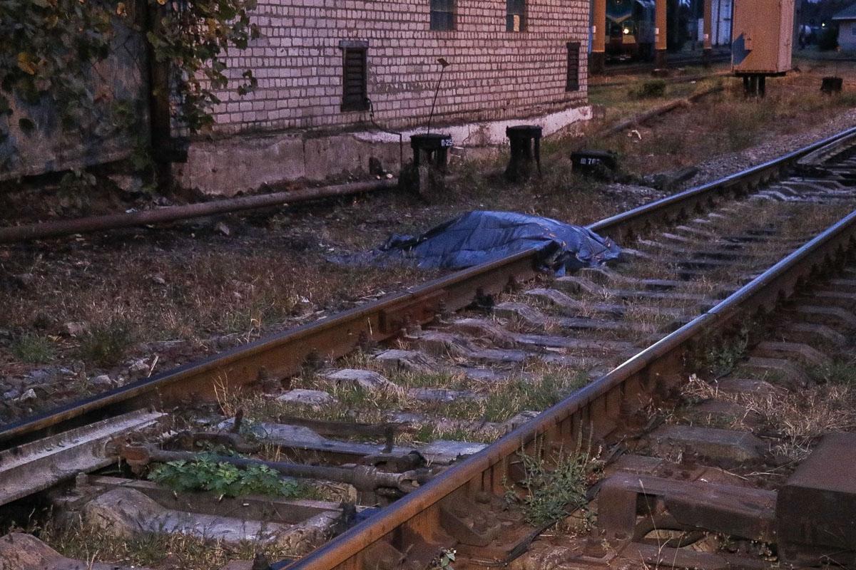 «Обезглавленное тело нашли на рельсах»: В столице госслужащий погибла страшной смертью