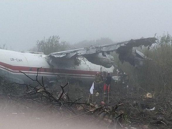 Срочно! Возле Львова упал самолет с людьми. Спасатели работают в полную силу