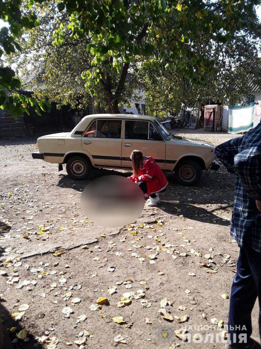 «Погибла на месте»: На Николаевщине водитель наехал на собственную мать. Не заметил …