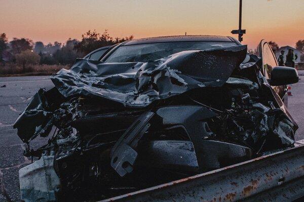 Части машины по всей дороге: в Днепре произошло жуткое ДТП. Погиб полицейский