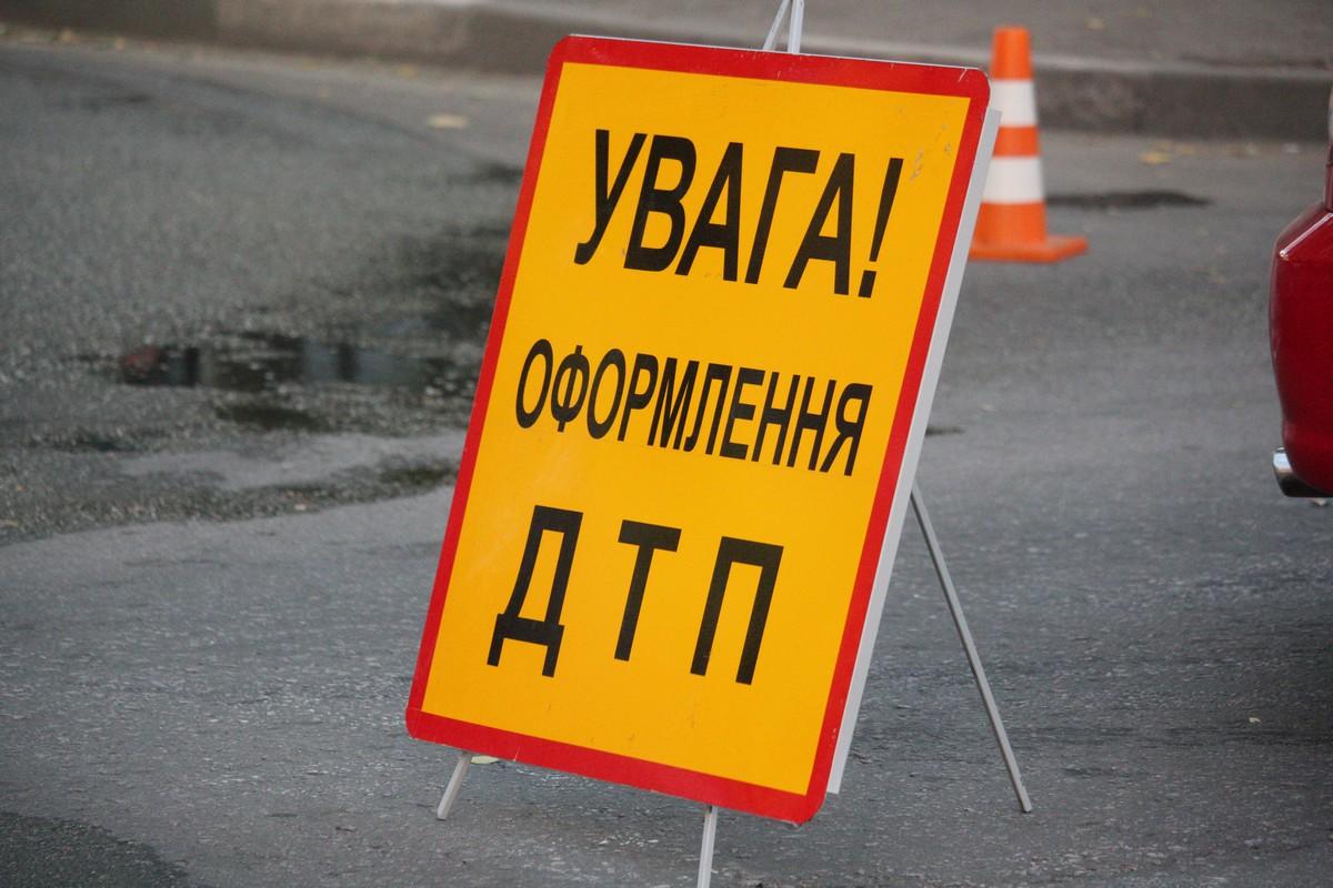 Смертельное ДТП во Львове. Автомобиль совершил наезд на женщину-пешехода