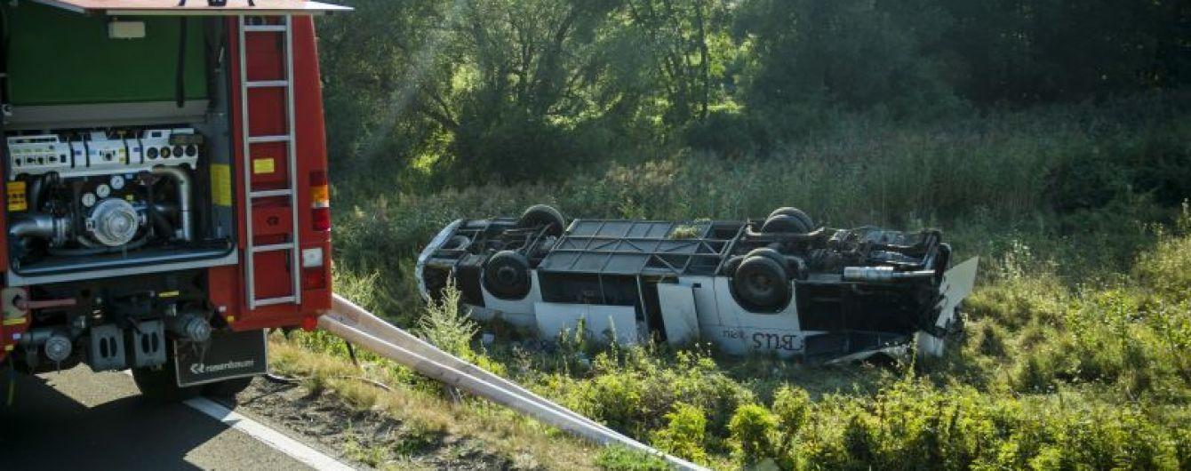 «В тяжелом состоянии»: В Венгрии разбился микроавтобус с украинскими. Съехал с обочины