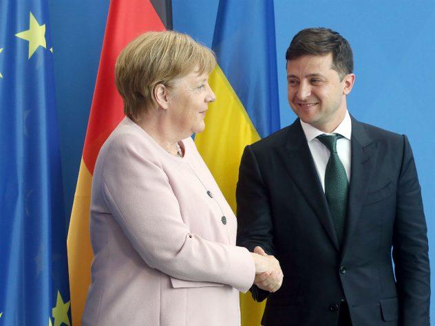 Не смогла промолчать! Ангела Меркель высказалась о «формуле Штайнмайера». Черный день для России