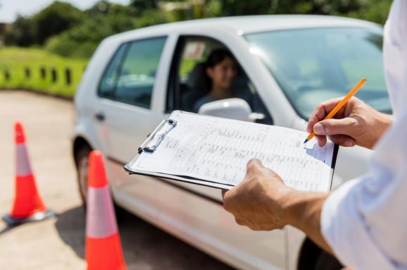 «В автошколу идти не нужно будет»: получение водительских удостоверений по новым правилам