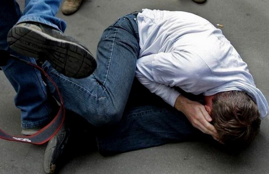 Из-за словесной перепалки на остановке: В течение нескольких часов киевские полицейские зверски пытали мужчину