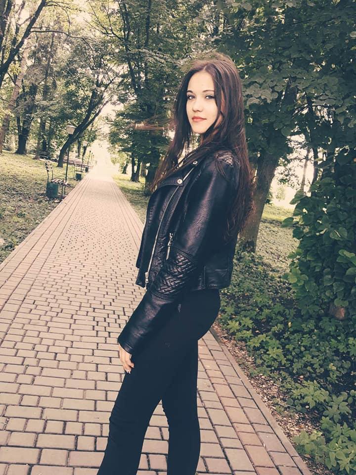 Была единственным ребенком в семье: в Тернопольской области простились с девушкой, которая выпала из автобуса