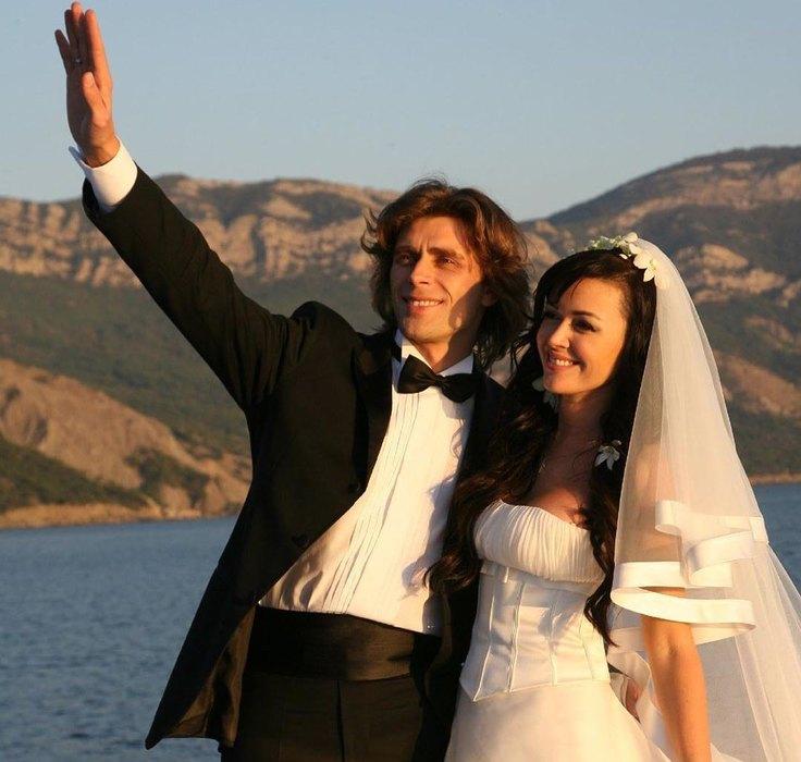 «Любовь обладает исцеляющей силой и творит чудеса!»: Заворотнюк и Чернышев отмечают годовщину венчания