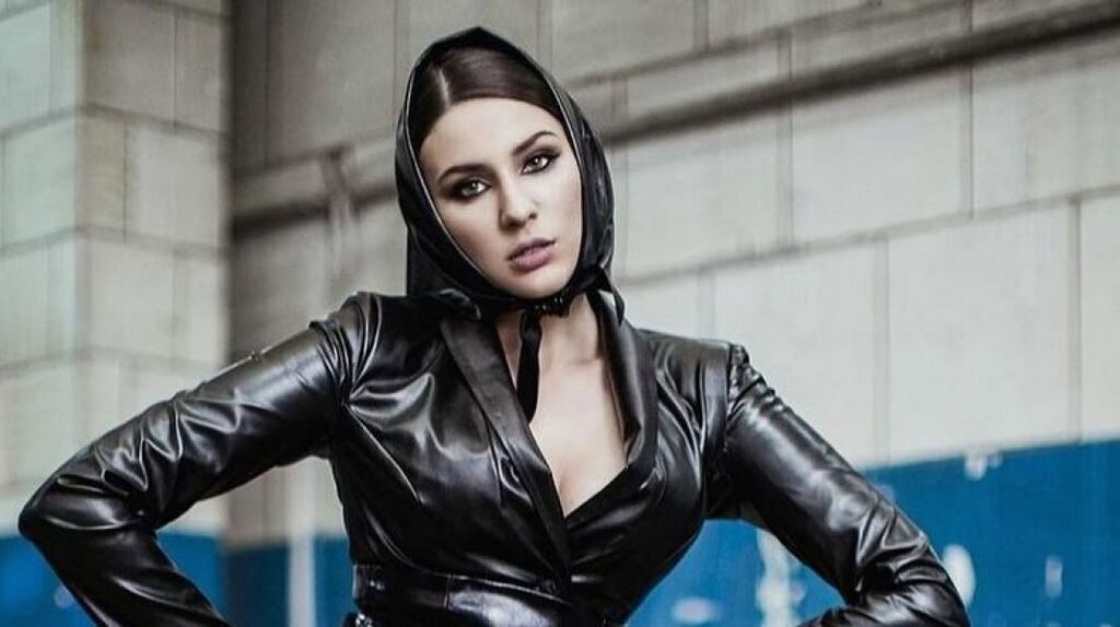 «Можешь стать рачком»: певица MARUV разозлила Украинский своей выходкой. Стала на колени перед русскими