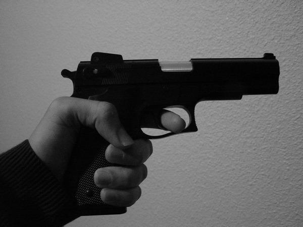 Чтобы не платить за проезд! Во Львовской маршрутке пассажир решил конфликт с помощью пистолета