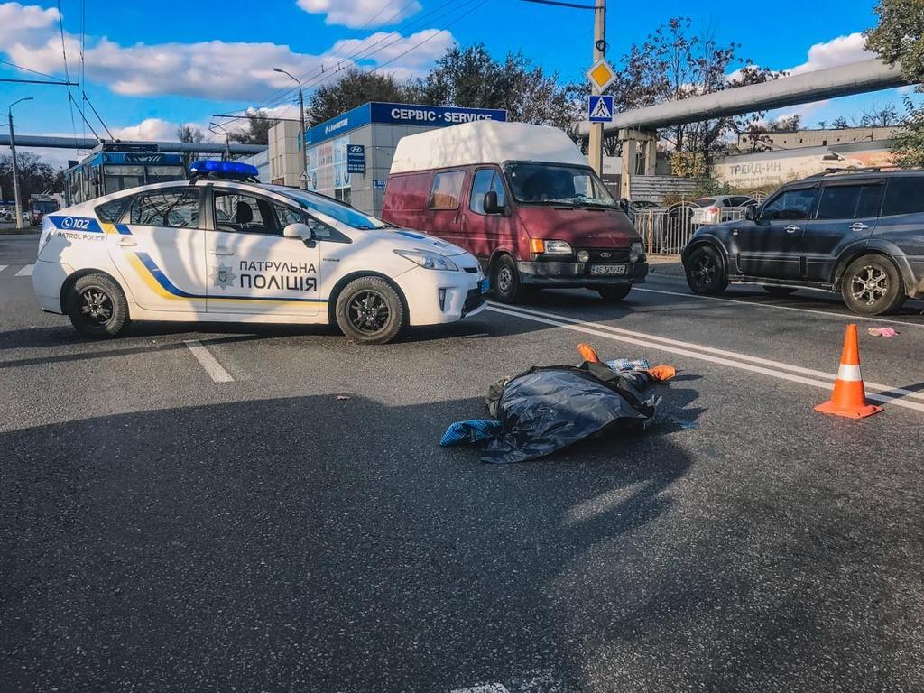На пешеходном переходе! В Днепре женщина насмерть сбила мужчину