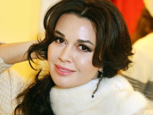 «Не помогает ничего»: Победившая рак российская актриса посочувствовала Заворотнюк