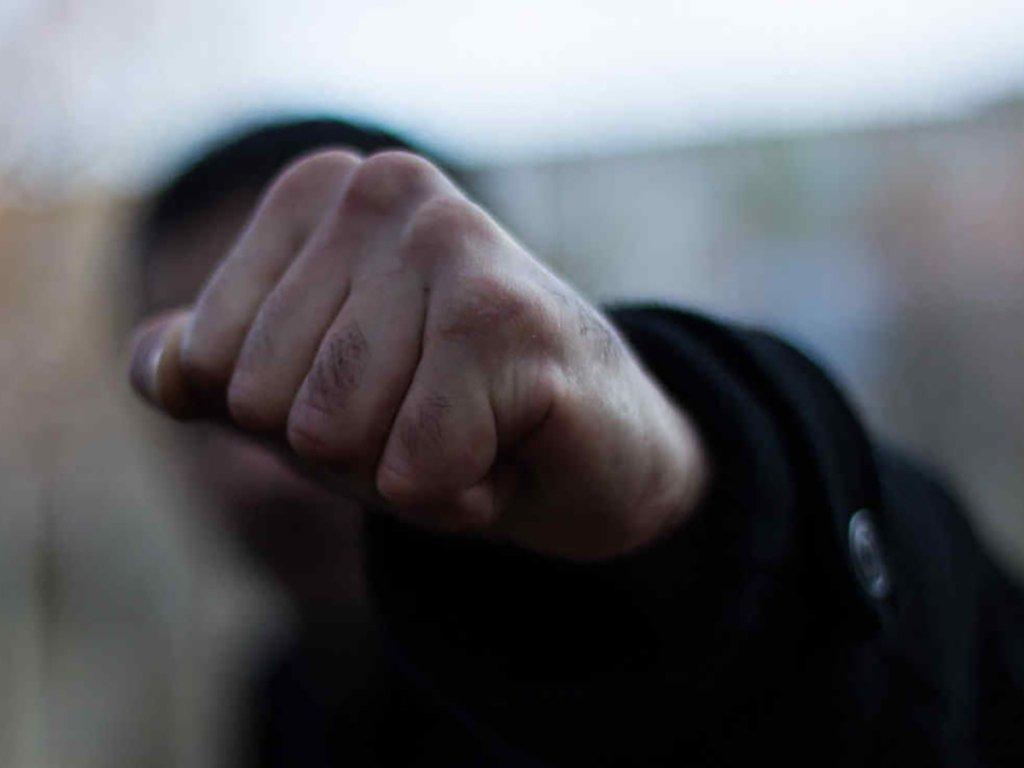 «Мало было одного раза, да еще вернулись»: в Киеве подростки жестоко избили охранника. Из-за кражи!