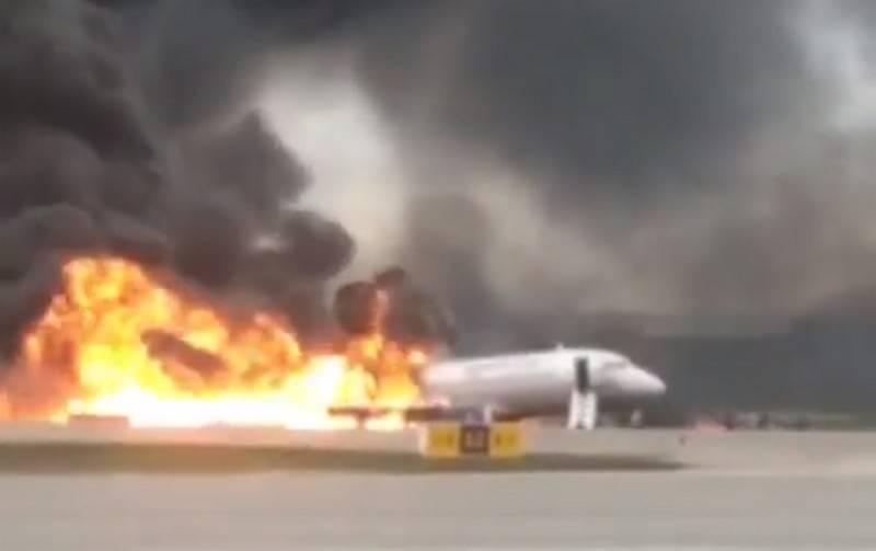 Паника в аэропорту Одессы! Люди спешно покидают самолет, дети в слезах. Подробности инцидента