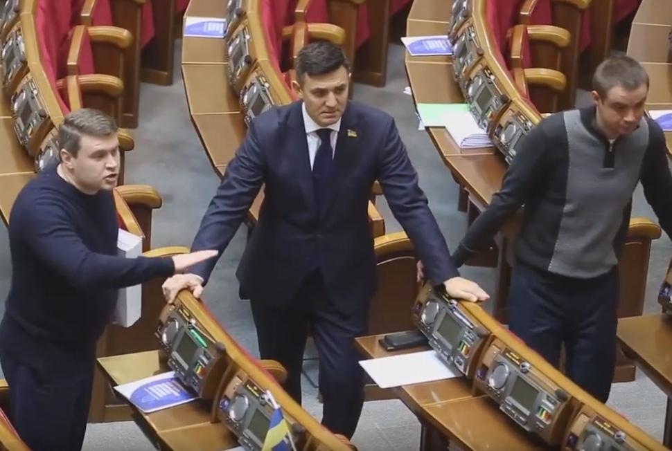 «Занимаетесь хе*ней!»: Депутаты от «Слуги народа» устроили скандал прямо в Раде. Страсти нешуточные