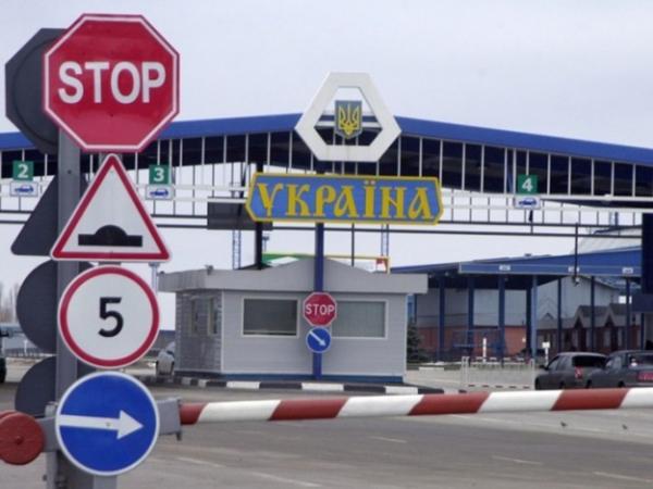 «По 2 миллиона за сутки» Как львовские таможенники собирают «дань» с фур и бусов