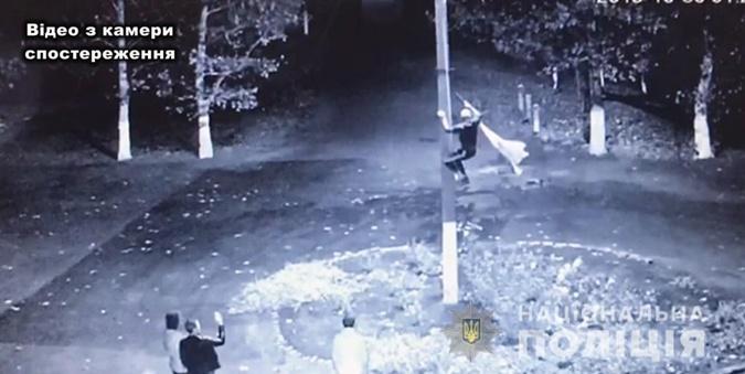 «Бросил на землю и вытер об него ноги»: В Одесской области парень надругался над украинским флагом