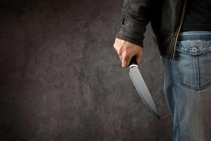 «На глазах у детей» «: На Черниговщине мужчина набросился на работницу ЗАГСа.» Около десяти раз ударил ножом «