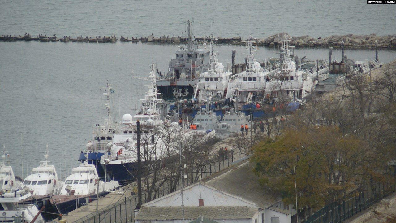 Задержанные Россией украинские корабли покидают Керчь — росСМИ