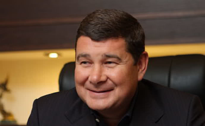 «Купил билет эконом-класса на самолет»: скандальный Онищенко возвращается в Украину — СМИ