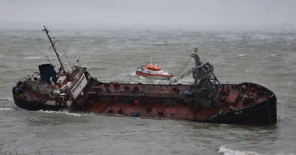 «Превышает допустимую норму в …»: Под Одессой нефтепродукты вылились в море. Наделало убытков!