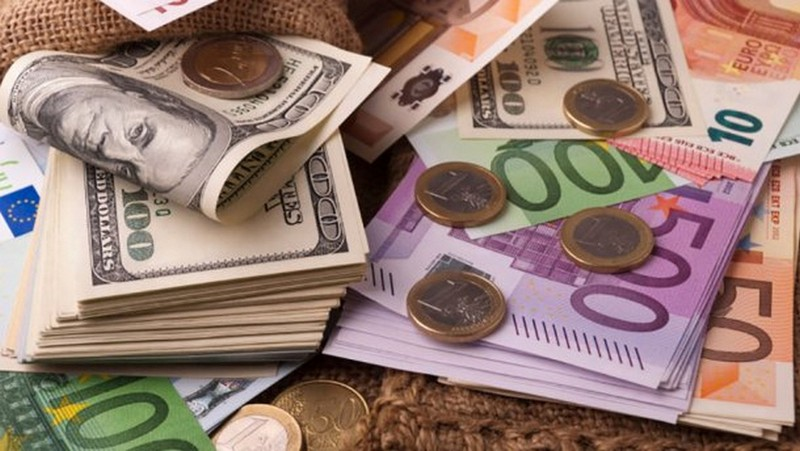 Доллар и евро резко подешевели : курс валют на 8 ноября